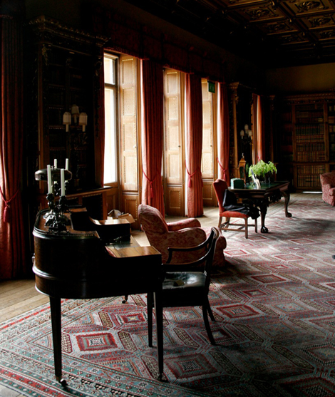 Downton Abbey furnishings and high ceilingss